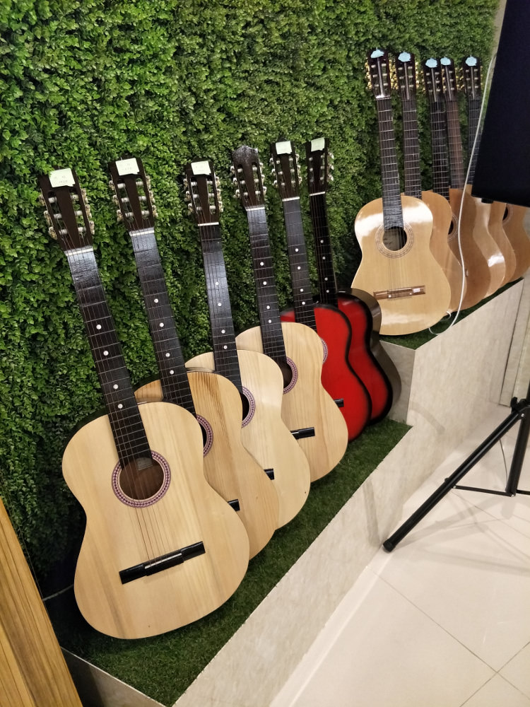 Ryongnamsan Musical Instrument Shop Guitars